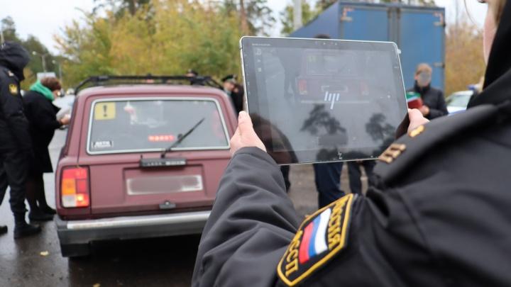 «Вырывали» должников из потока: за день приставы арестовали на Шоссейной 50 автомобилей