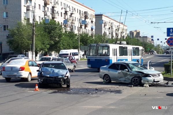 Авария произошла, когда на светофоре загорелся «жёлтый»