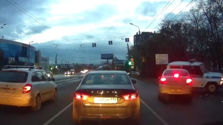 Разрешите УАЗ пригласить: полицейский «бобик» станцевал после ДТП с легковушкой в Челябинске