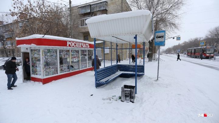 «Резко поплохело»: на остановке возле аптеки в Челябинской области умер мужчина