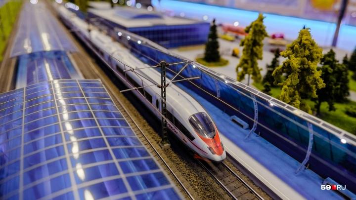 Увидеть макеты поездов и попробовать себя в роли машиниста: в Пермь приехал выставочный поезд РЖД