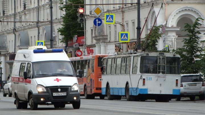 В Екатеринбурге разозленный пассажир покусал водителя троллейбуса