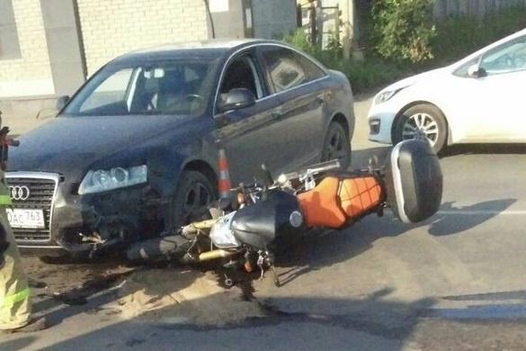 Мотоцикл остался под иномаркой