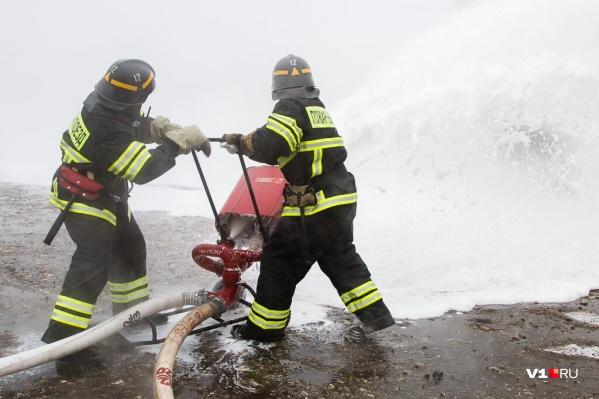 Локомотив тушил пожарный поезд