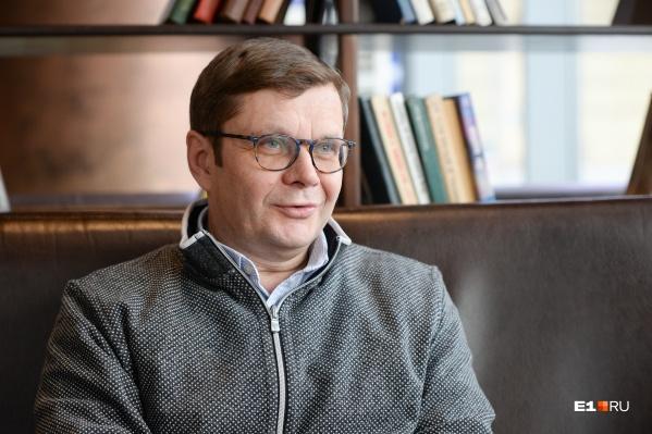 Архитектор Владимир Руднев разрабатывал проект храма после того, как его перенесли с воды на сушу