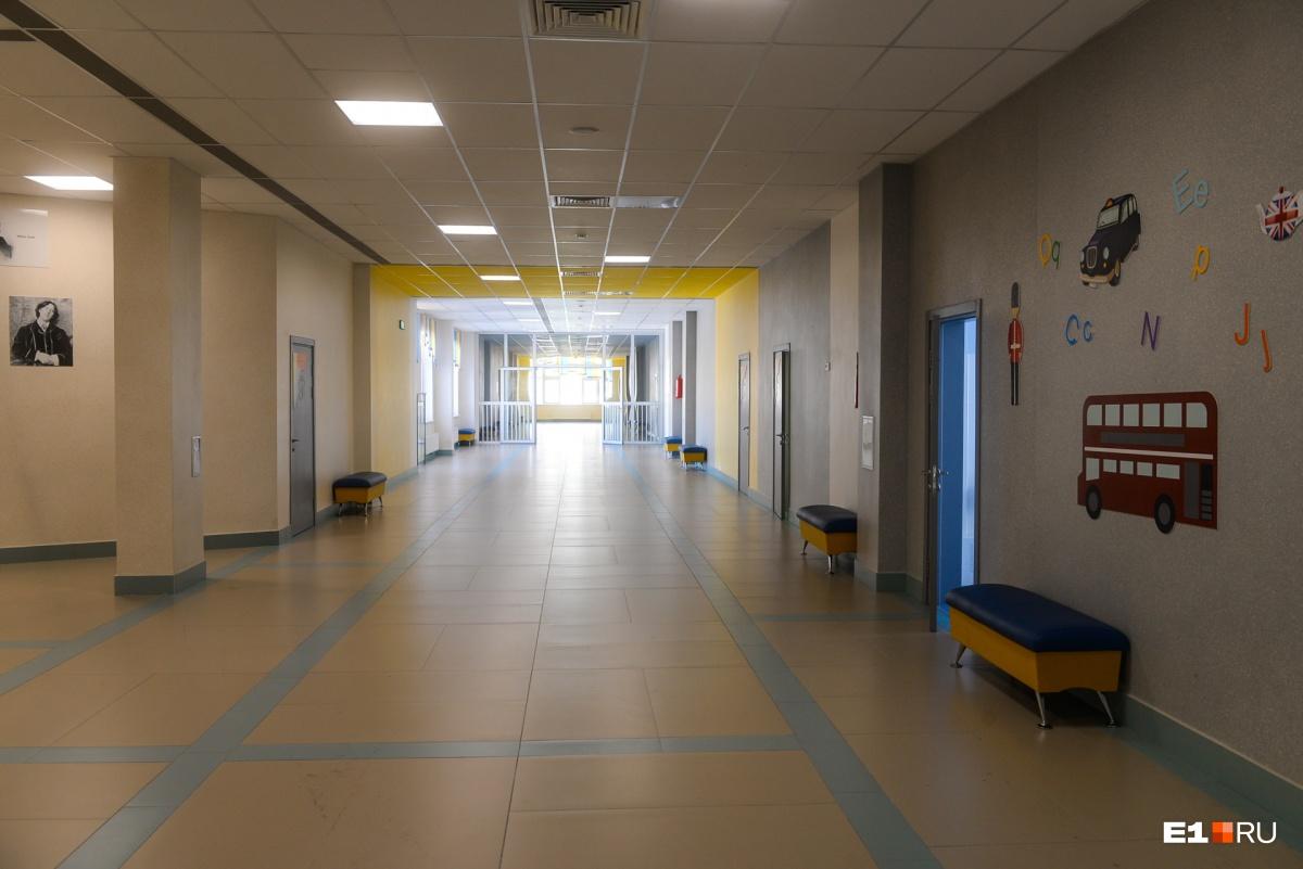 Не резиновая, а просторная: гуляем по школе в Академическом, куда набрали 21 первый класс