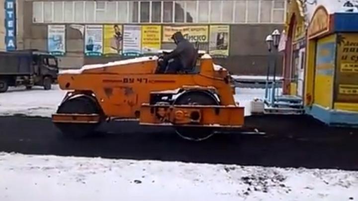Дорожники в Норильске уложили асфальт поверх свежего снега