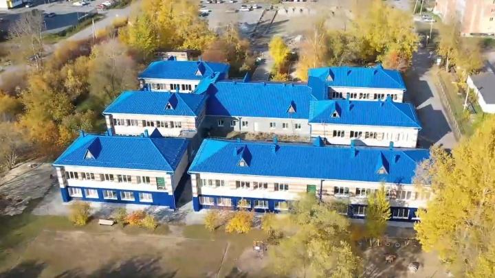Приставы на месяц закрыли частную тюменскую гимназию «Аврора»