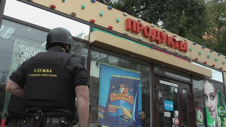 """Судебные приставы вывезли от остановки """"Трансагентство"""" незаконный магазинчик"""