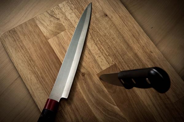 Новосибирец ударил посетителя бара ножом в грудь