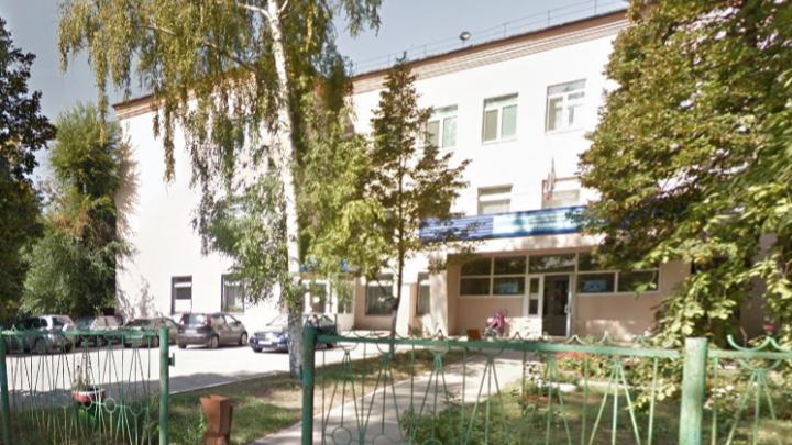 Новые потолки и унитазы: в Самаре отремонтируют детскую поликлинику на Енисейской