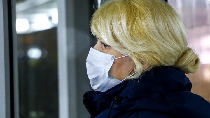 В нижегородских больницах запретили посещение, в поликлиники больных пускают через отдельный вход