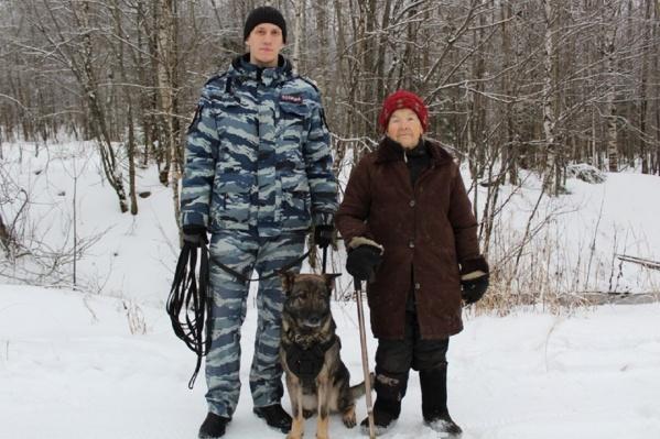 Кинолог и собака Магри нашли бабушку, когда та уже выбилась из сил