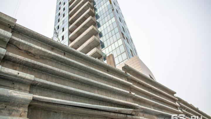 С допуском к гостайне: власти нашли проектировщика для заброшенной высотки на Крымской площади