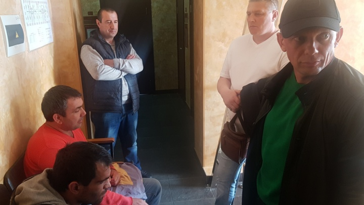 «Добавили по 50 тысяч штрафа»: перекрывших дорогу маршрутчиков выпустили из изолятора в Волгограде