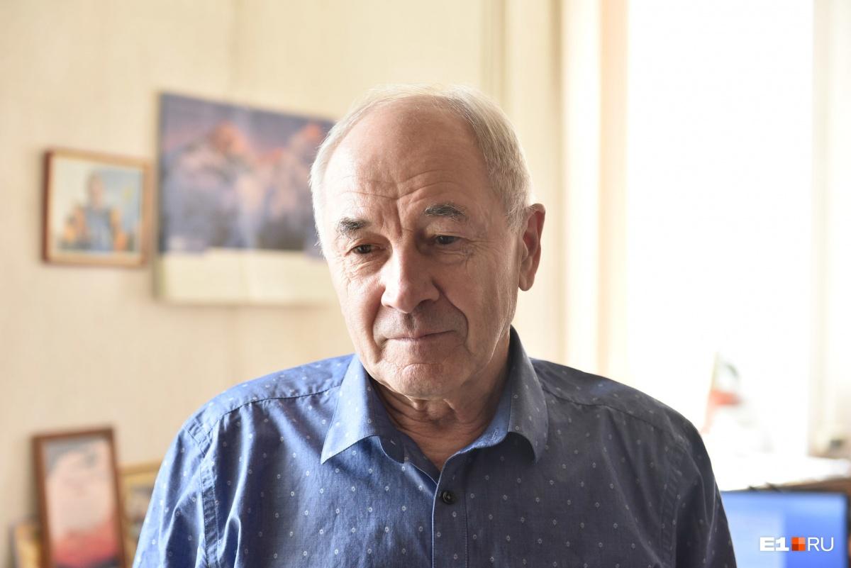 Валерий Николаевич Першин работает в этой школе уже 24 года
