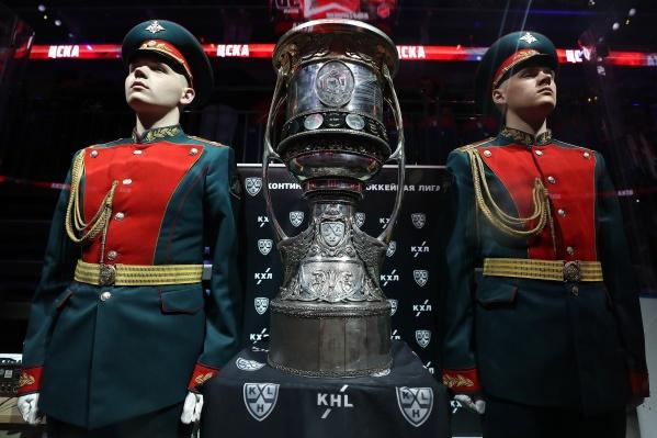 Кубок Гагарина усиленно охраняют