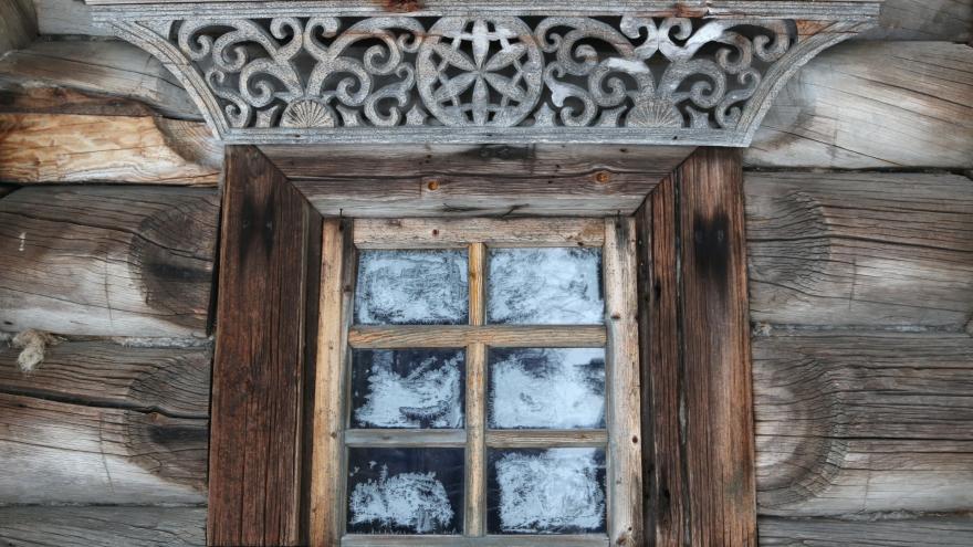 Румяные девицы и узоры на окнах: 15 фотографий из «Малых Корел», после которых захочется на прогулку