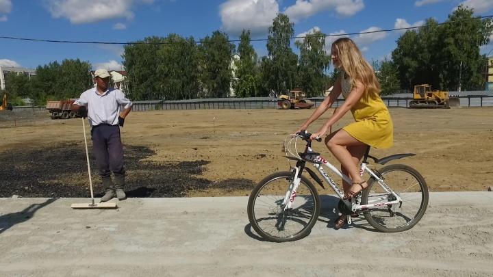 Фонари, велодорожка и свежий асфальт: летаем над новым участком улицы Татищева за день до открытия