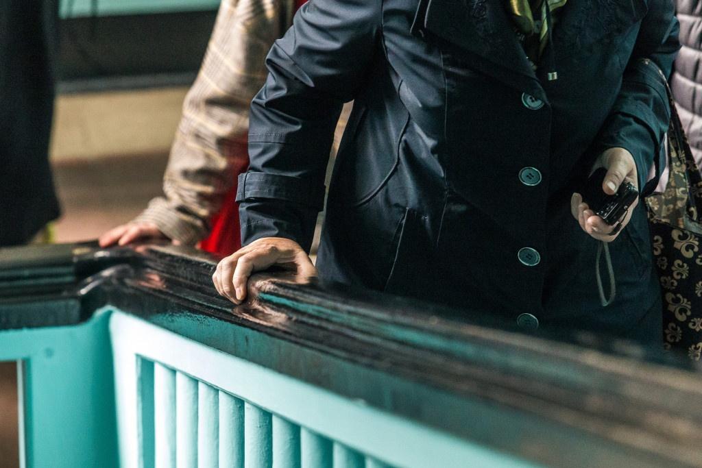 Обратите внимание на эргономичные перила в зданиях НГУАДИ и Облпотребсоюза