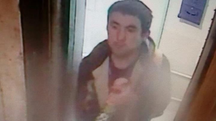 Полиция ищет агрессивного мужчину, который напал на екатеринбурженку в лифте на ЖБИ