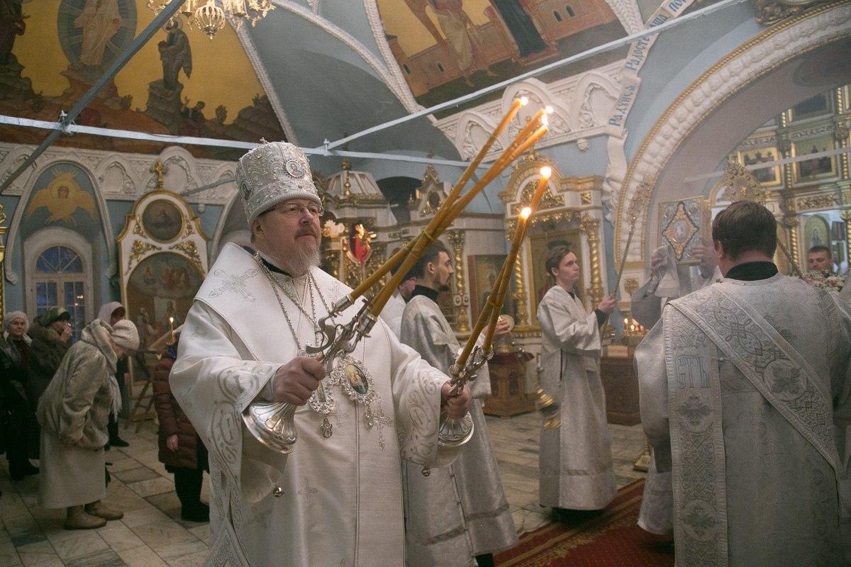 Обряды совершает Митрополит Красноярский и Ачинский Пантелеимон