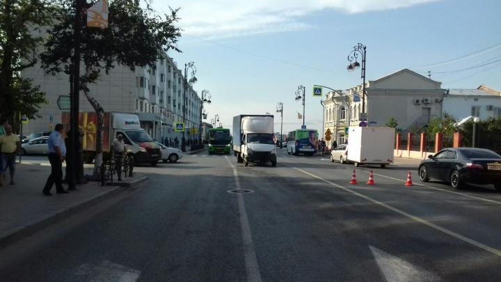 Легковушка влетела в фургон: в ДТП на Республики пострадали 4-летний ребенок и его мама