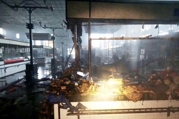 На сгоревшем рынке ущерб понесли и арендаторы точек