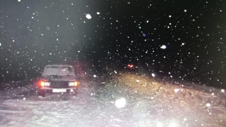 Переходил дорогу в темноте: в Башкирии молодой водитель сбил 50-летнего мужчину
