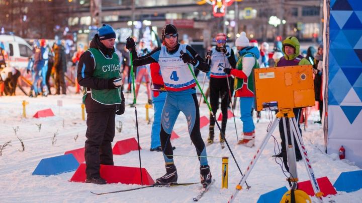 На лыжах по эспланаде. В центре Перми провели спринт «Ёлки. Пермский период»