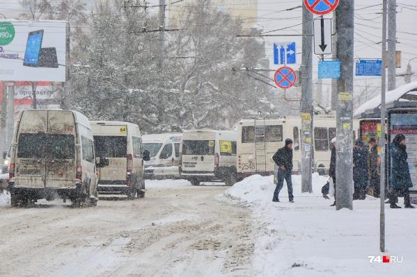 Интервал движения на 102-м маршруте должен быть 10 минут, но пассажиры жалуются, что перевозчик его не соблюдает