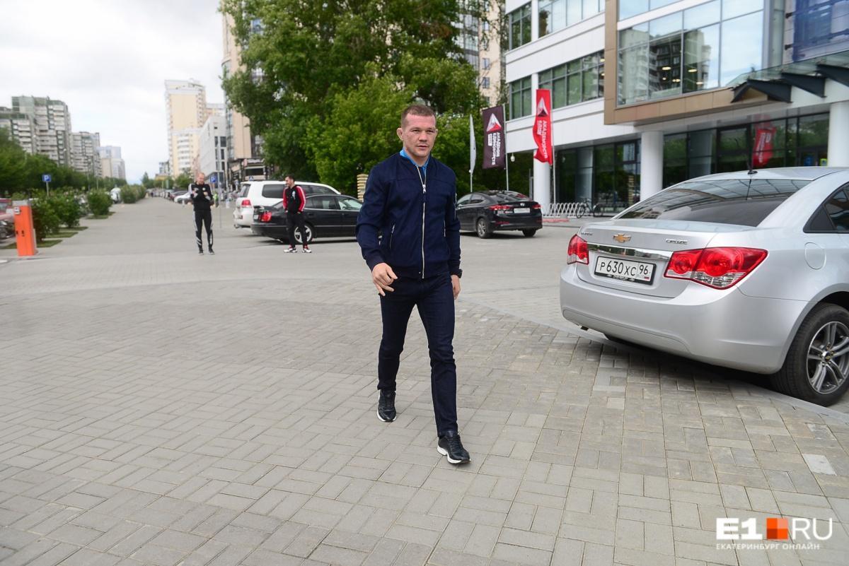 На улице Петра Яна узнают