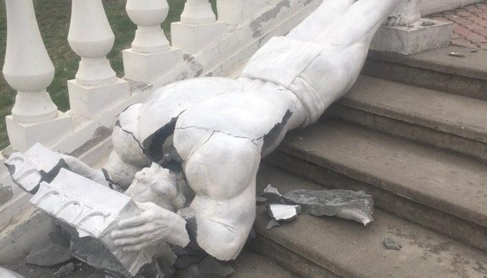 На виадуке у Центрального парка рухнула статуя