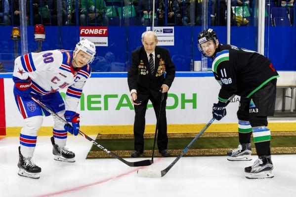 К концу игрового отрезка Сошников забросил третью шайбу «Салавата» и оформил хет-трик