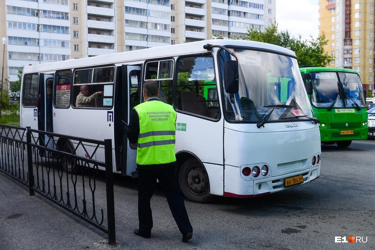 «Ежедневно по 150 нарушений»: в Екатеринбурге стали чаще штрафовать владельцев маршруток