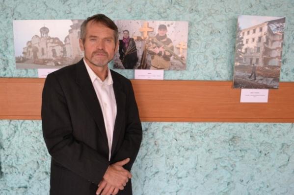 Автор выставки прожил в ДНР около года и собрал рисунки школьников из разных городов