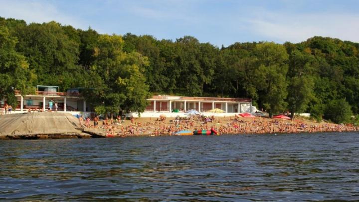 На пляже санатория «Волга» в Самаре утонул мужчина