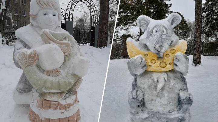 «Даже не стыдно»: в Первомайке построили снежный городок со сказочными персонажами