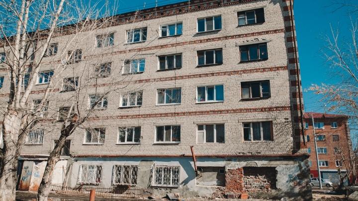 Аварийное общежитие на Карла Маркса отремонтируют на бюджетные деньги. А потом расселят