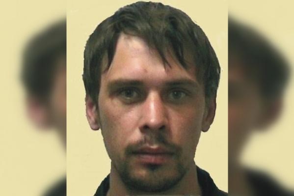 Алексею Романову 31 год, у него темные волосы и серые глаза