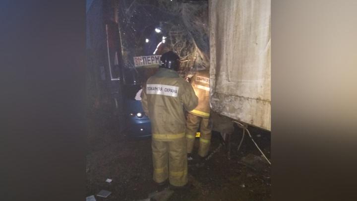 Уходил от удара с КАМАЗом: водителю автобуса Пермь — Самара после ДТП ампутировали обе ноги