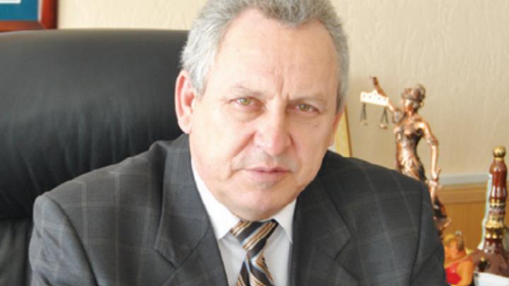 Главу Донецка Ростовской области исключили из «Единой России» после ДТП с человеком на капоте