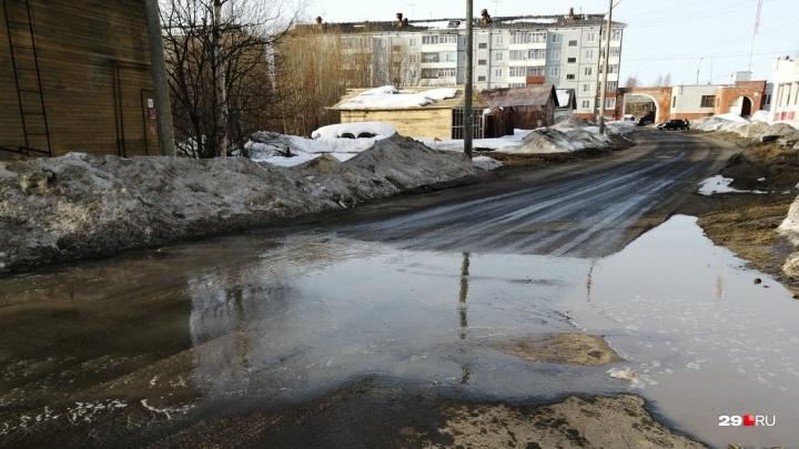 «Воду так и не увидели»: в Цигломени до сих пор устраняют последствия аварии на водопроводе