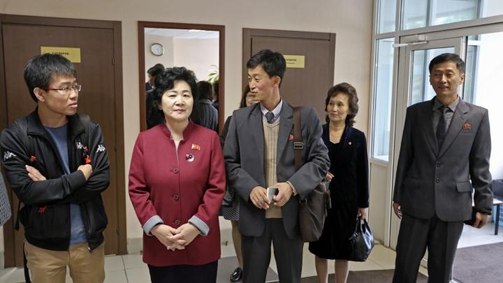 Интересуются всем, на вопросы отвечают неохотно: в Челябинск приехали учителя из Северной Кореи
