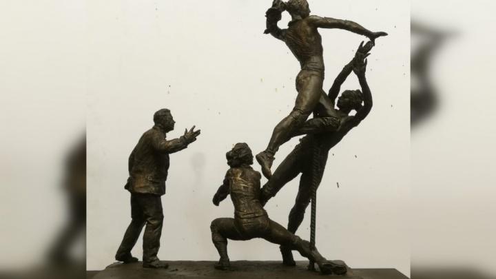 Скульптура, посвященная Карполю, появится у ДИВСа на следующей неделе. Ее откроет Наина Ельцина