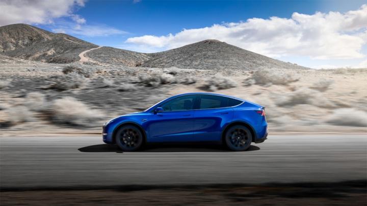 «Связной» начал продавать новый электрокар Tesla
