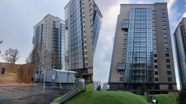 На Авиаторовза Mazda-центром сдается сразу четыре 17-этажных дома-близнеца