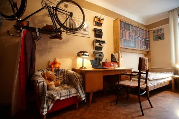 В квартире оборудовано даже писательское рабочее место