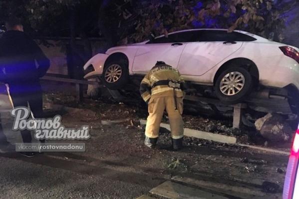 Очевидцы предполагают, что водитель такси уснул за рулем