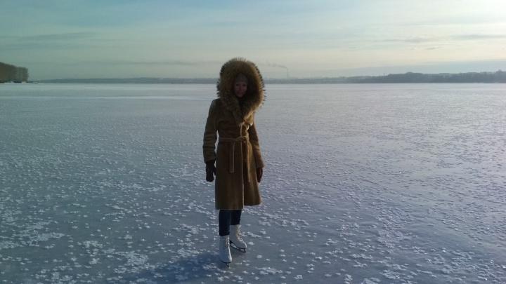 Видео: новосибирцы прокатились на коньках по замёрзшему Обскому морю